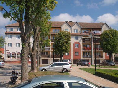 Postmodernistyczny budynek przy pl. Grunwaldzkim