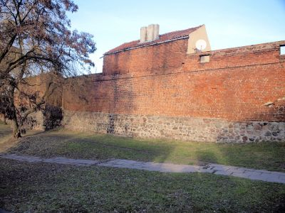 Mur przy placu Tysiąclecia