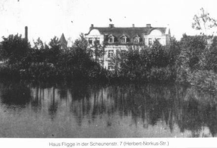 Przedwojenny widok na secesyjny dom przy ul. Piłsudskiego