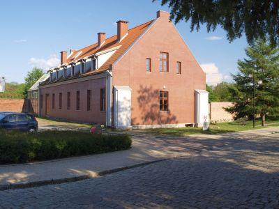 Retrowersja domu mieszkalnego w usługowy (obok zamku)
