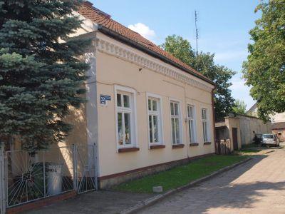 Dom naprzeciw Pl. Tysiąclecia