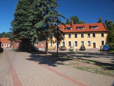 Nowa plebania w miejscu dawnej  Szkoły łacińskiej (retrowersja)